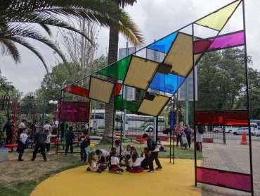 museo artequin + niños+ plazas de juegos infantiles