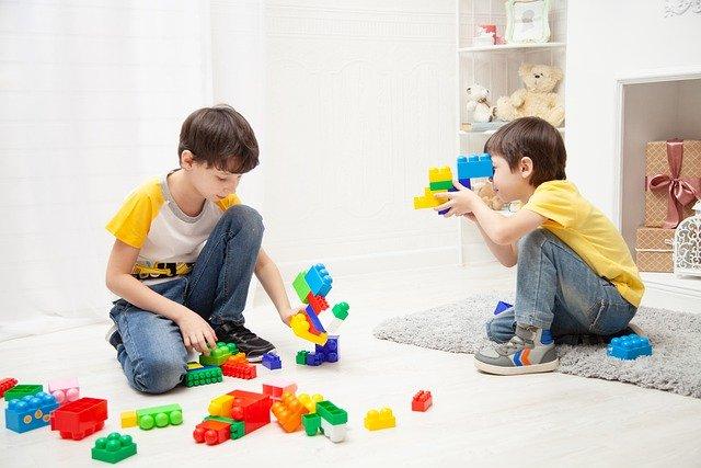 juegos para estimular la imaginación de los niños legos y armables
